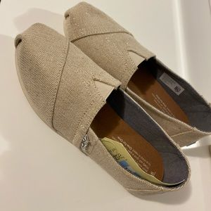 Toms Loafers -Light Creme Shimmer Brand New Size 6